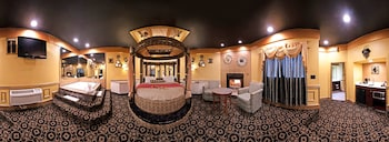 Black & Gold Theme Suite with Round Bed, Jacuzzi & Fireplace
