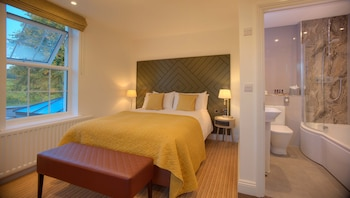 Classic Double Room, Ensuite, Courtyard View