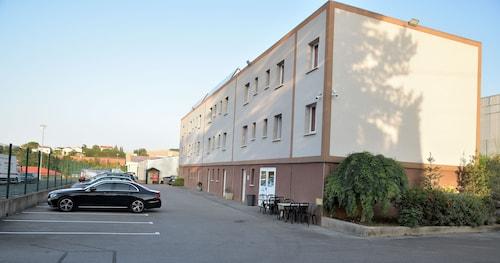 . Hôtel du Bowling de Millau