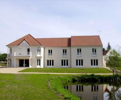 . Hotel Orée des Châteaux