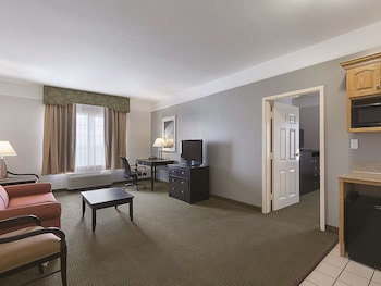 Suite, 1 King Bed, Accessible, Non Smoking (Mobility/Hearing Impaired Accessible)