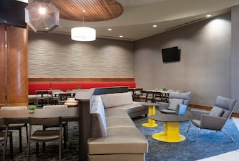 Lobby Sitting Area at SpringHill Suites by Marriott Las Vegas Convention Center in Las Vegas