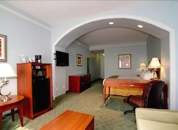 Studio, 1 King Bed, Accessible, Non Smoking (Hearing)