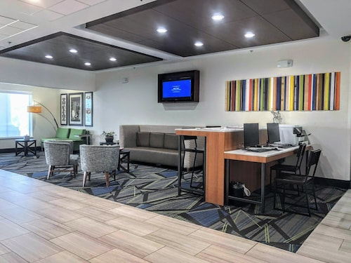 . Holiday Inn Express & Suites Hearne
