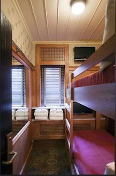 Bunk Bed Cabin, Shared Bathroom