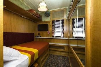 Standard Cabin, Shared Bathroom