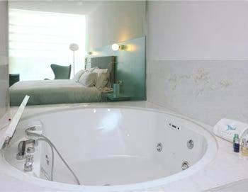 호텔 히베루스(Hotel Hiberus) Hotel Image 17 - Jetted Tub