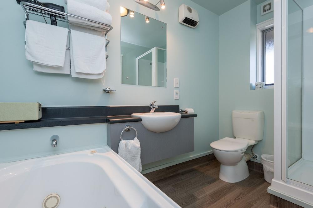 그린스 모텔(Greens Motel) Hotel Image 59 - Bathroom