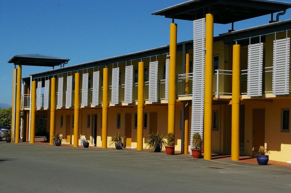 그린스 모텔(Greens Motel) Hotel Image 1 - Parking