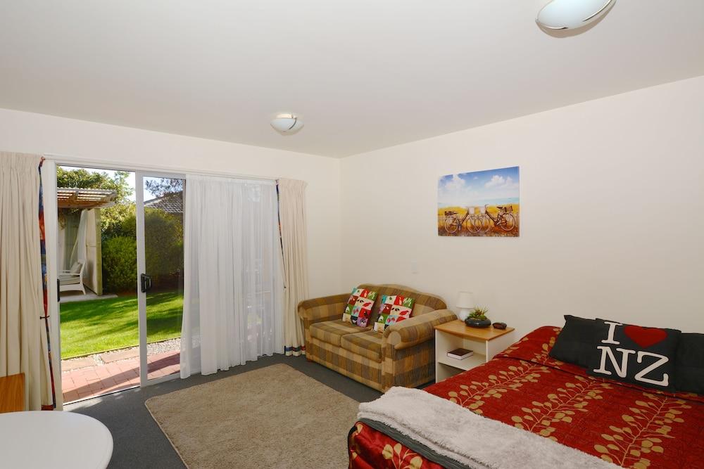 그린스 모텔(Greens Motel) Hotel Image 50 - Living Area