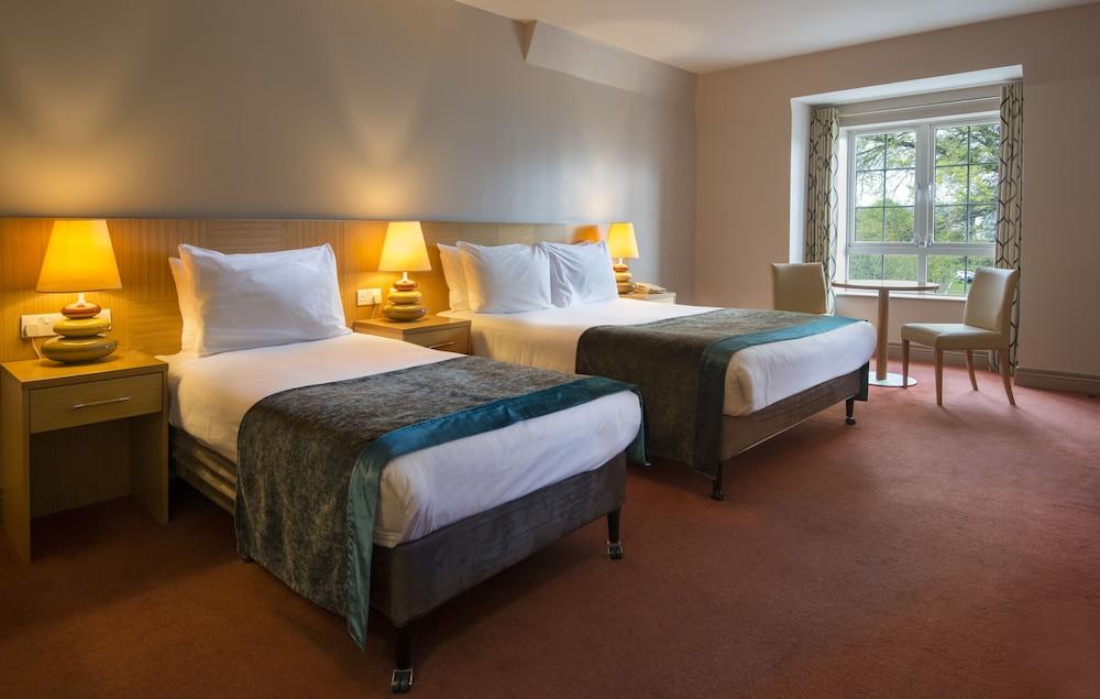 https://i.travelapi.com/hotels/3000000/2270000/2264100/2264036/0472e696_z.jpg