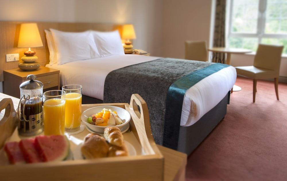 https://i.travelapi.com/hotels/3000000/2270000/2264100/2264036/4165a38b_z.jpg