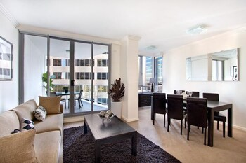 Executive Two Bedroom Apartment Interconnecting (Limited Housekeeping)