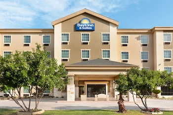Hotel - Days Inn & Suites by Wyndham San Antonio near AT&T Center