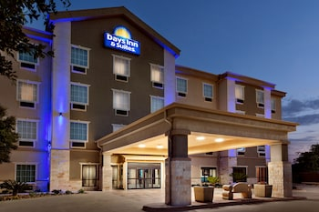 Hotels In San Antonio >> Hotels In East Side San Antonio From 44 Night