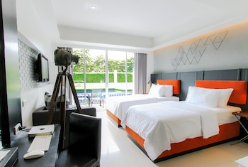 Deluxe Room, Pool Access (Free Minibar-Daily Refill)