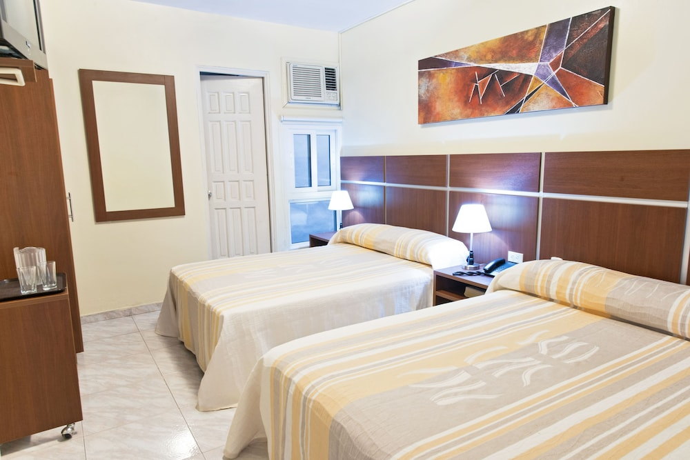 Room : Standard Double Room, 2 Double Beds 4 of 35