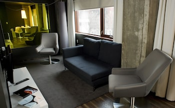 Suite, 1 Queen Bed with Sofabed (Living)
