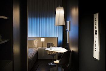Standard Room, 1 Queen Bed (Pop)