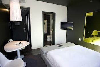 Standard Room, 1 Queen Bed (Hip)