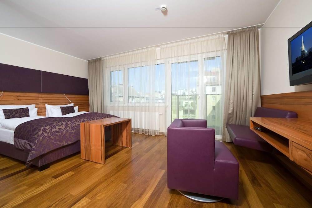 Suite : Delegate Suite - in some rooms balcony available 14 of 70