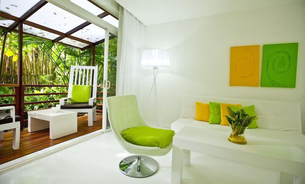 https://i.travelapi.com/hotels/3000000/2290000/2281400/2281332/2cf43b04_z.jpg
