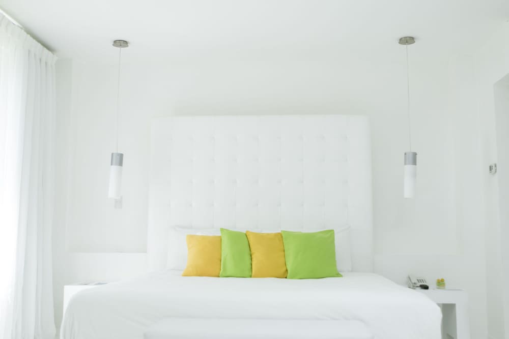 https://i.travelapi.com/hotels/3000000/2290000/2281400/2281332/514c9ee2_z.jpg