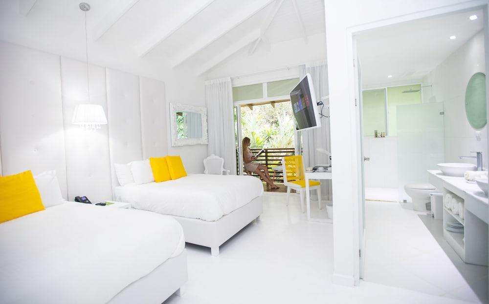https://i.travelapi.com/hotels/3000000/2290000/2281400/2281332/524159ef_z.jpg