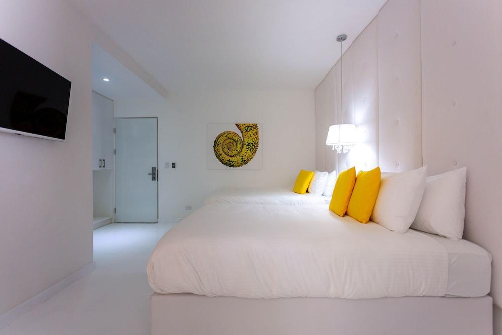 https://i.travelapi.com/hotels/3000000/2290000/2281400/2281332/76507c7e_z.jpg
