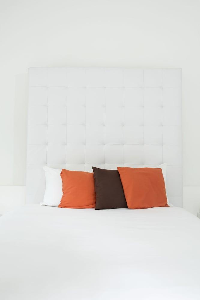 https://i.travelapi.com/hotels/3000000/2290000/2281400/2281332/a07b2f8f_z.jpg