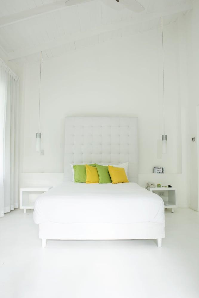 https://i.travelapi.com/hotels/3000000/2290000/2281400/2281332/f5807b83_z.jpg