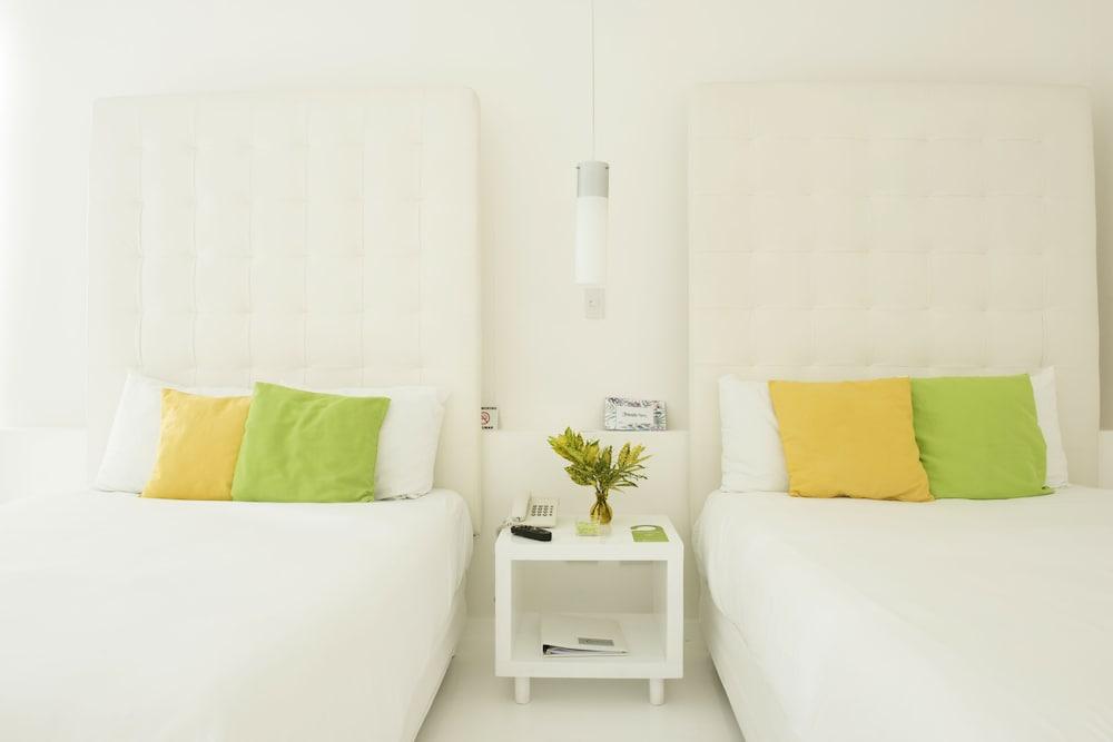 https://i.travelapi.com/hotels/3000000/2290000/2281400/2281332/f7583a67_z.jpg