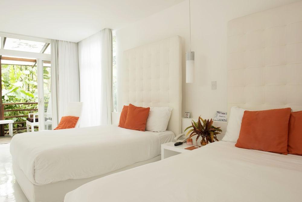 https://i.travelapi.com/hotels/3000000/2290000/2281400/2281332/fb3ec678_z.jpg