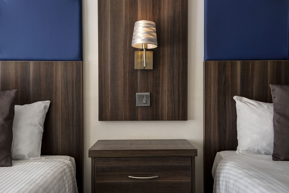 https://i.travelapi.com/hotels/3000000/2300000/2290500/2290462/8cb2b0c9_z.jpg