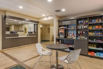 邁爾斯堡薩尼貝爾蓋特威蠟木套房飯店 Candlewood Suites Fort Myers Sanibel Gateway