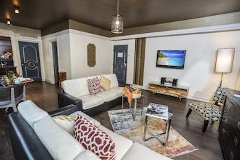 Lux One Bedroom Suite, 690 sq ft - $15 Food Voucher