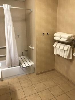 Staybridge Suites Buffalo-Airport - Bathroom  - #0