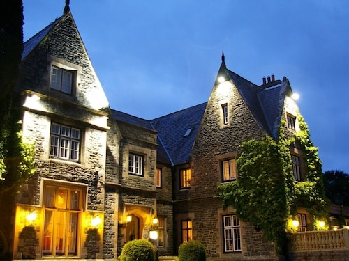 . Maenan Abbey Hotel
