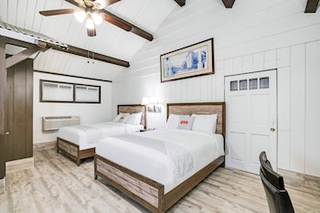 Fireplace Deluxe Room