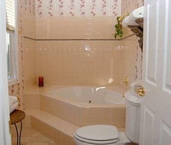 Wild Rose Manor Bed and Breakfast - Bathroom  - #0