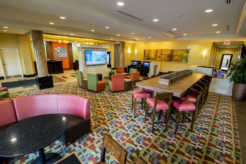 Holiday Inn Express & Suites, International Drive image 2