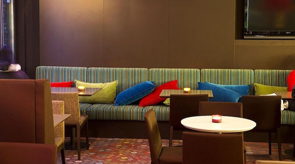 https://i.travelapi.com/hotels/3000000/2310000/2303900/2303825/14014969_z.jpg