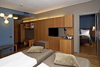 https://i.travelapi.com/hotels/3000000/2310000/2303900/2303825/cdcac1d5_b.jpg