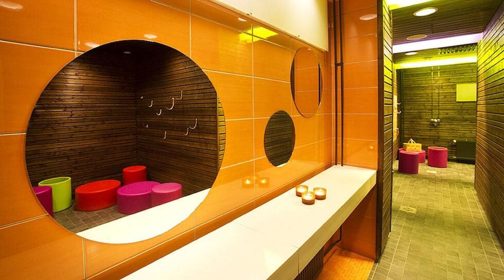 https://i.travelapi.com/hotels/3000000/2310000/2303900/2303825/eaf071e6_z.jpg