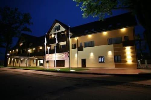 . Hotel Segevold