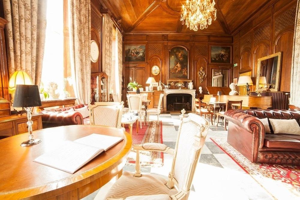 샤토 뒤 콜롬비에(Château du Colombier) Hotel Image 33 - Hotel Lounge