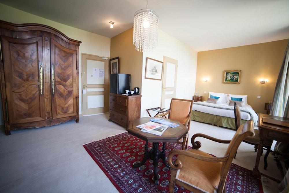 샤토 뒤 콜롬비에(Château du Colombier) Hotel Image 8 - Guestroom