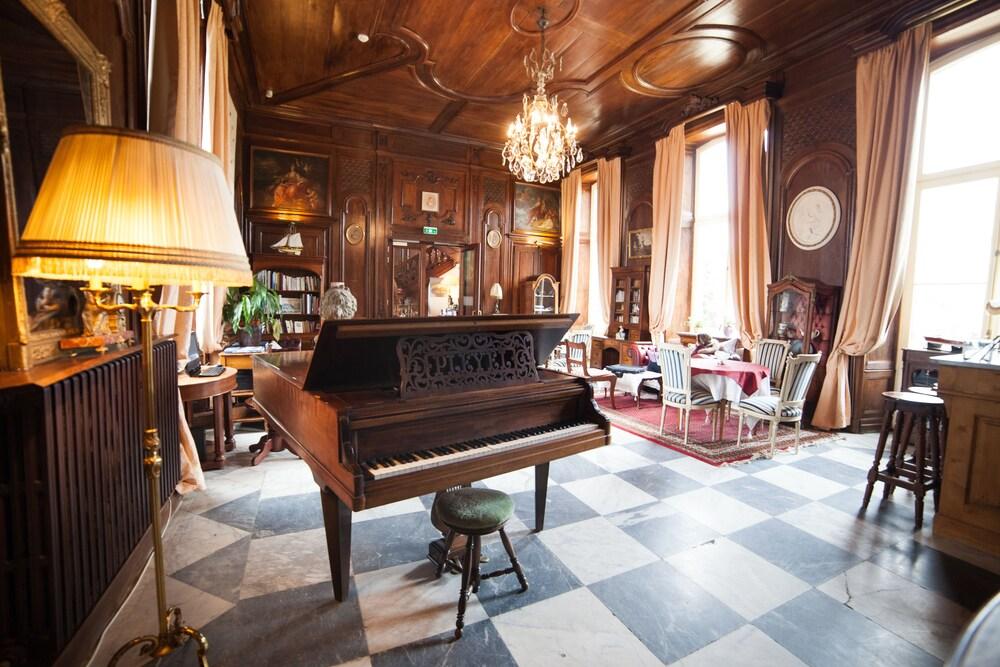 샤토 뒤 콜롬비에(Château du Colombier) Hotel Image 3 - Lobby Lounge