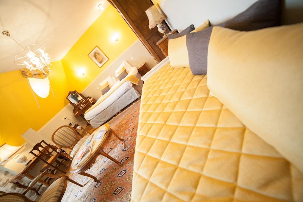 샤토 뒤 콜롬비에(Château du Colombier) Hotel Image 12 - Guestroom