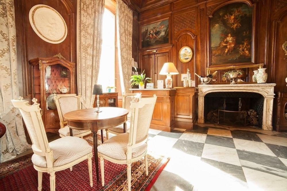 샤토 뒤 콜롬비에(Château du Colombier) Hotel Image 35 - Hotel Lounge